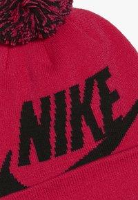 Nike Sportswear - POMBEANIEGLOVESET - Sormikkaat - rush pink - 2