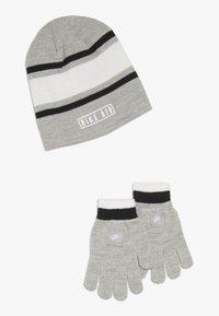 Nike Sportswear - STRIPE BEANIE GLOVE SET - Fingervantar - grey heather - 0