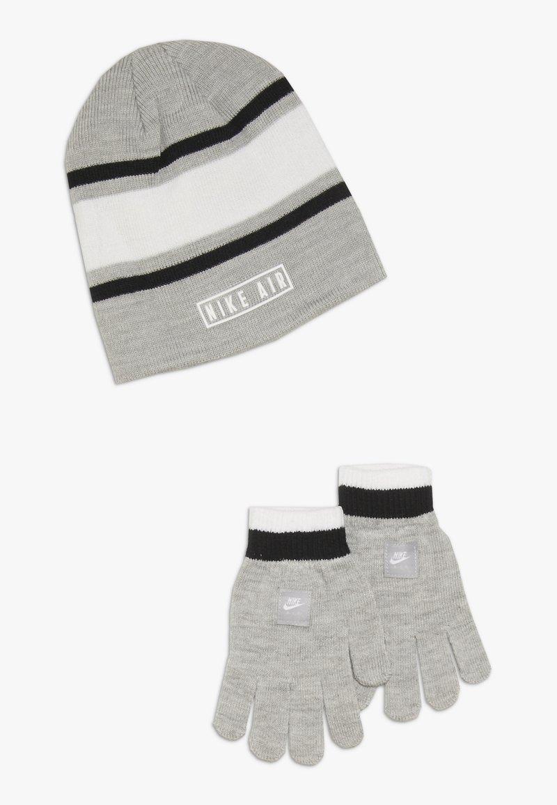 Nike Sportswear - STRIPE BEANIE GLOVE SET - Fingervantar - grey heather