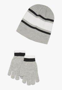 Nike Sportswear - STRIPE BEANIE GLOVE SET - Fingervantar - grey heather - 1