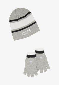 Nike Sportswear - STRIPE BEANIE GLOVE SET - Fingervantar - grey heather - 3