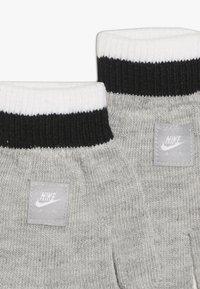 Nike Sportswear - STRIPE BEANIE GLOVE SET - Fingervantar - grey heather - 2
