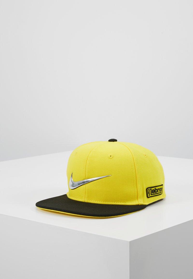 Nike Sportswear - LIL AUTOS - Kšiltovka - chrome yellow