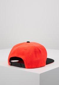 Nike Sportswear - LIL AUTOS - Cap - bright crimson - 3