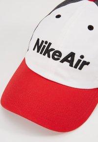 Nike Sportswear - AIR - Kšiltovka - university red/white/black heather - 4