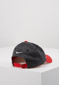 Nike Sportswear - AIR - Kšiltovka - university red/white/black heather - 2