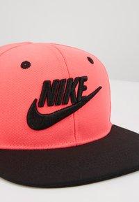 Nike Sportswear - TRUELIMITLESSSNAPBACK - Lippalakki - racer pink - 2