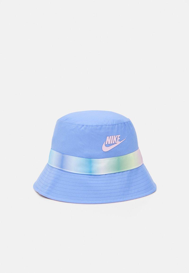 Nike Sportswear - REVERSIBLE BUCKET - Kapelusz - royal pulse/light arctic pink