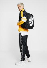 Nike Sportswear - HAYWARD FUTURA 2.0 - Mochila - black/white - 1