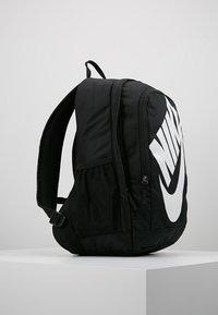 Nike Sportswear - HAYWARD FUTURA 2.0 - Ryggsäck - black/white - 3