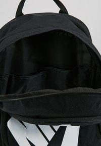 Nike Sportswear - HAYWARD FUTURA 2.0 - Mochila - black/white - 4