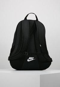 Nike Sportswear - HAYWARD FUTURA 2.0 - Mochila - black/white - 2