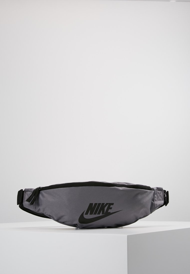 Nike Sportswear - HERITAGE HIP PACK - Sac banane - gunsmoke/black