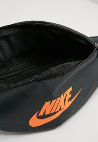 Nike Sportswear - HERITAGE HIP PACK - Heuptas - anthracite/black - 4