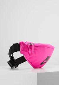 Nike Sportswear - HERITAGE HIP PACK - Heuptas - fuchsia/black - 3