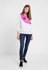 Nike Sportswear - HERITAGE HIP PACK - Heuptas - fuchsia/black - 5