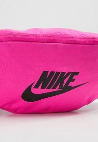 Nike Sportswear - HERITAGE HIP PACK - Heuptas - fuchsia/black - 7