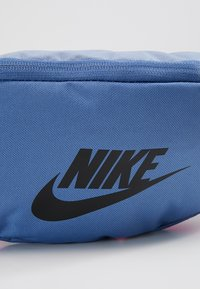 Nike Sportswear - HERITAGE HIP PACK - Vyölaukku - indigo storm/indigo fog/black - 7