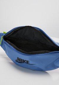 Nike Sportswear - HERITAGE HIP PACK - Vyölaukku - indigo storm/indigo fog/black - 4