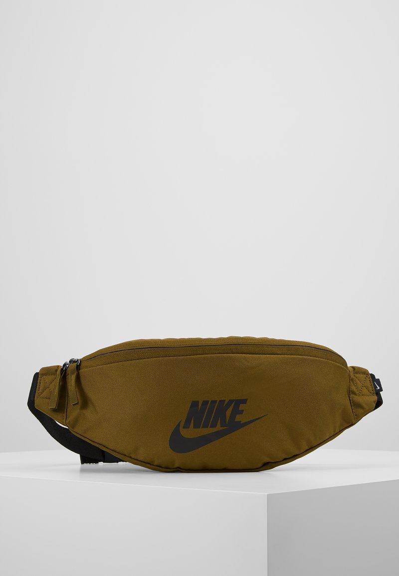 Nike Sportswear - HERITAGE HIP PACK - Ledvinka - olive flak/black