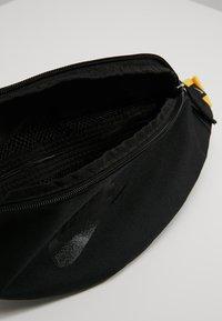 Nike Sportswear - HERITAGE HIP PACK - Ledvinka - black/amarillo - 4