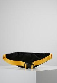 Nike Sportswear - HERITAGE HIP PACK - Ledvinka - black/amarillo - 2
