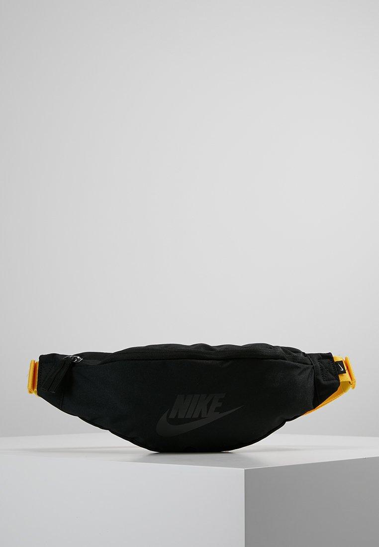 Nike Sportswear - HERITAGE HIP PACK - Ledvinka - black/amarillo