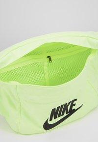 Nike Sportswear - TECH HIP PACK - Vyölaukku - barely volt/black - 4
