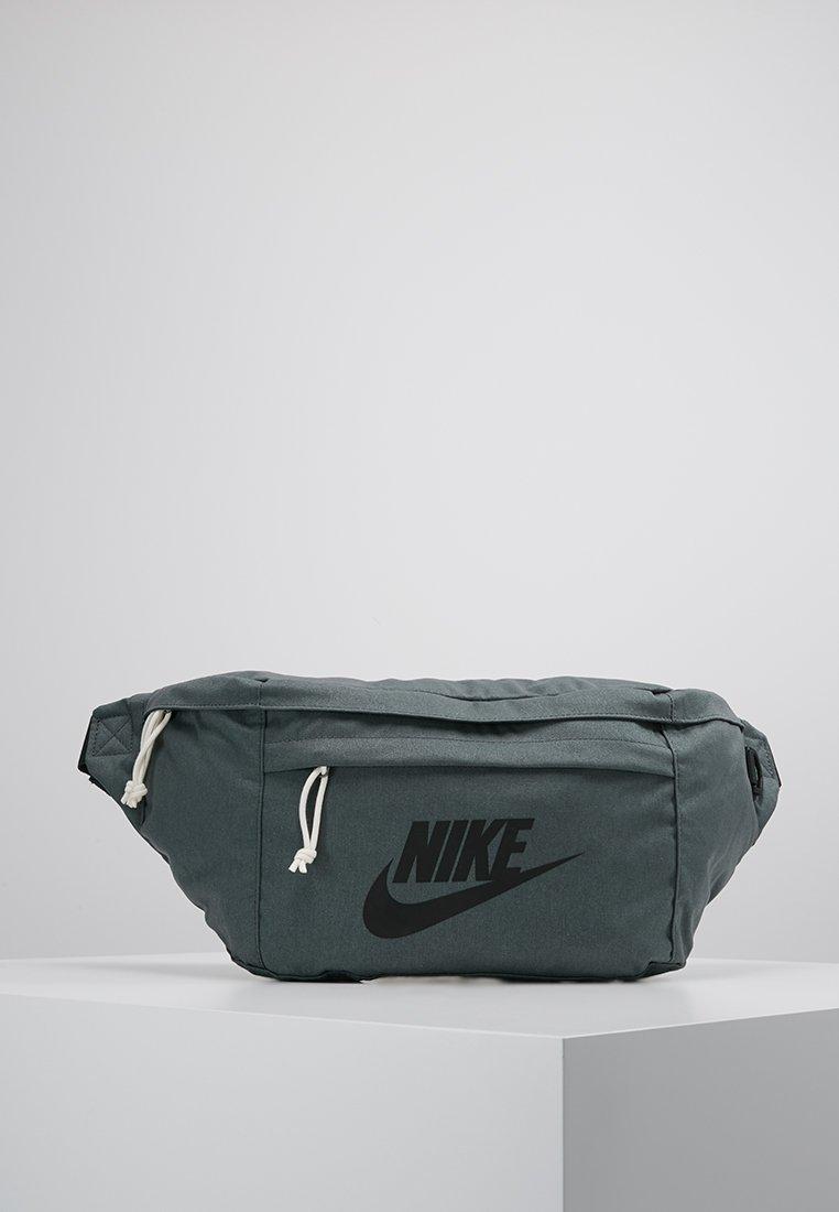 Nike Sportswear - TECH HIP PACK - Gürteltasche - mineral spruce/outdoor green/black