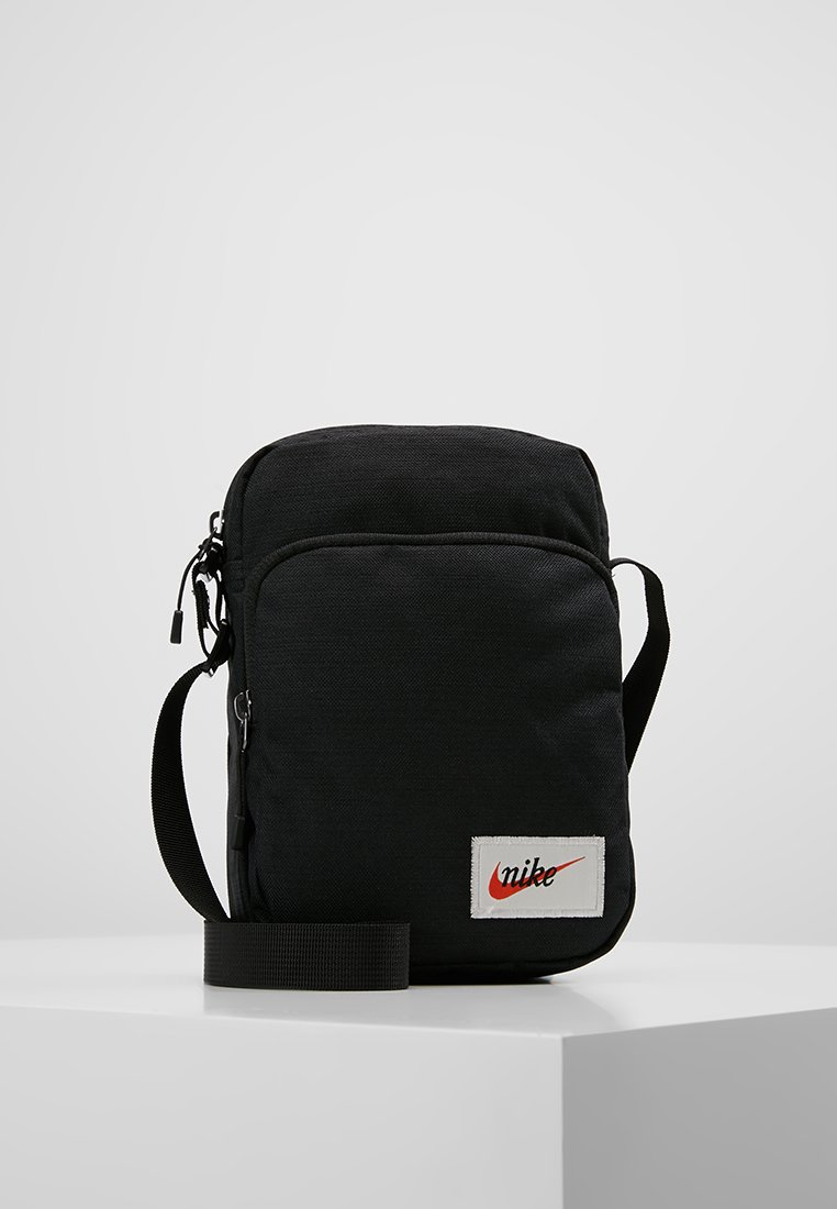 Nike Sportswear - HERITAGE SMIT LABEL - Across body bag - black/orange blaze