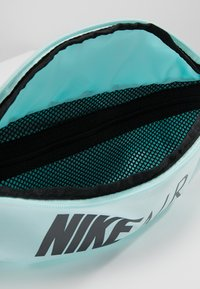 Nike Sportswear - HERITAGE HIP PACK AIR - Ledvinka - teal tint/black/dark grey - 4