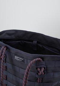 Nike Sportswear - TOTE - Tote bag - gridiron/bright crimson/white - 4