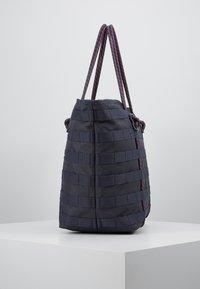Nike Sportswear - TOTE - Tote bag - gridiron/bright crimson/white - 3