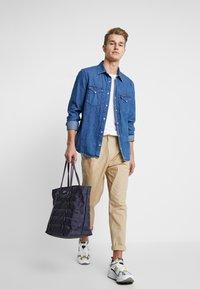 Nike Sportswear - TOTE - Tote bag - gridiron/bright crimson/white - 1