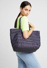Nike Sportswear - TOTE - Shopping Bag - gridiron/bright crimson/white - 5