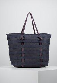 Nike Sportswear - TOTE - Tote bag - gridiron/bright crimson/white - 0