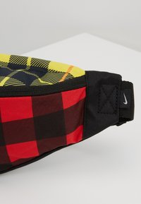 Nike Sportswear - HERITAGE HIP PACK PLAID - Riñonera - black/gunsmoke - 7