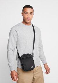 Nike Sportswear - HERITAGE SMIT - Across body bag - black - 1