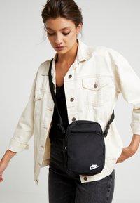 Nike Sportswear - HERITAGE SMIT - Across body bag - black - 5