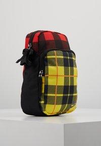 Nike Sportswear - HERITAGE SMIT - Bandolera - black/gunsmoke - 3