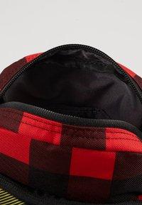 Nike Sportswear - HERITAGE SMIT - Bandolera - black/gunsmoke - 4