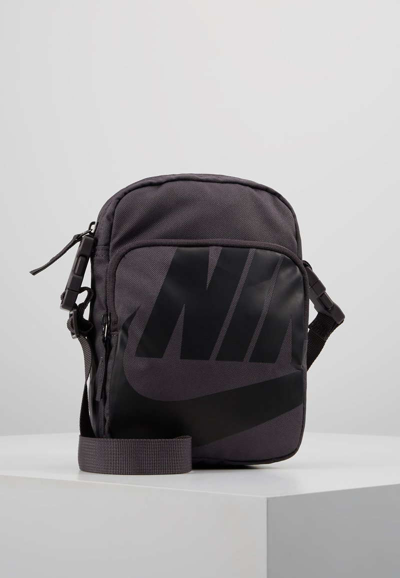 Nike Sportswear - HERITAGE SMIT - Bandolera - thunder grey/thunder grey/black