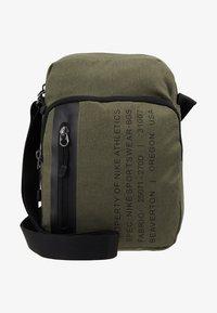 Nike Sportswear - TECH SMIT - Bandolera - medium olive/black - 6