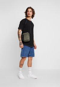 Nike Sportswear - TECH SMIT - Bandolera - medium olive/black - 1