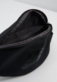 Nike Sportswear - HERITAGE HIP PACK - Heuptas - black/glossy black - 4