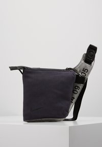 Nike Sportswear - CROSSBODY - Sac bandoulière - gridiron/metallic silver/black - 0