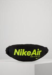Nike Sportswear - HERITAGE - Vyölaukku - black/black/volt - 0