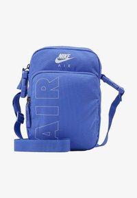 Nike Sportswear - HERITAGE - Taška spříčným popruhem - sapphire/white - 5