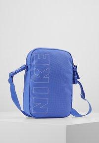 Nike Sportswear - HERITAGE - Taška spříčným popruhem - sapphire/white - 2
