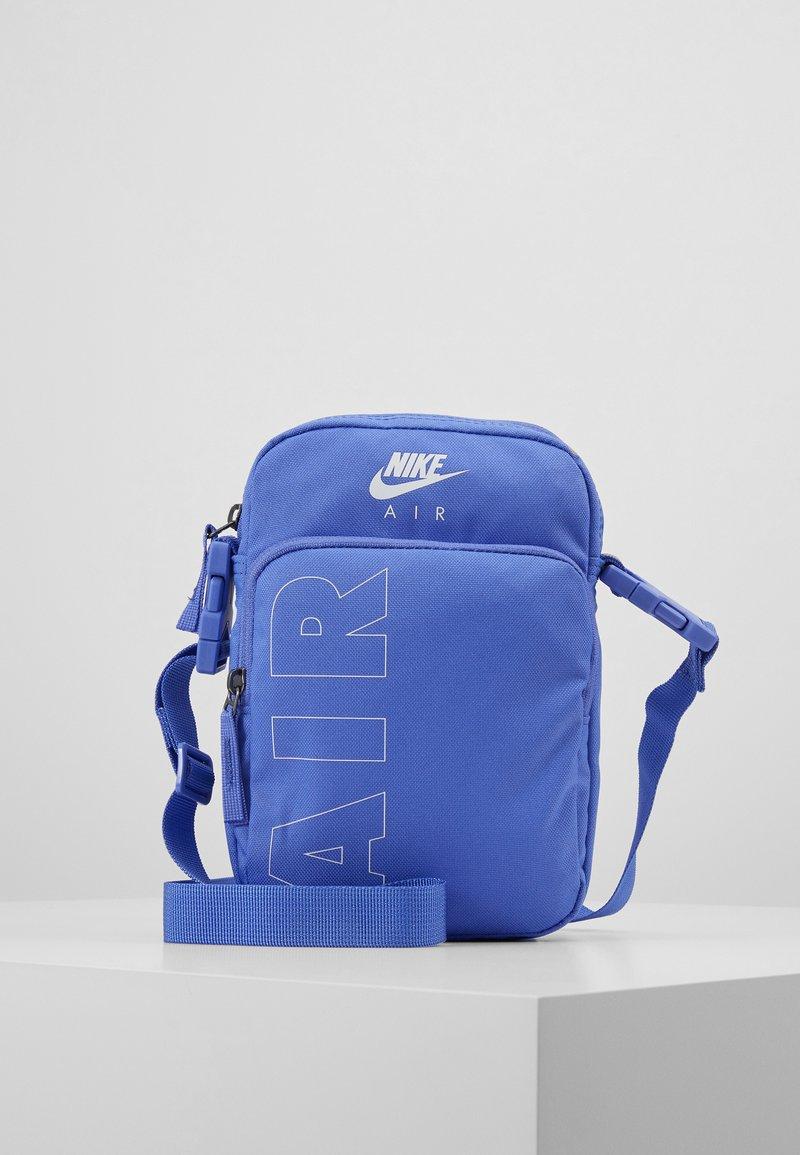 Nike Sportswear - HERITAGE - Taška spříčným popruhem - sapphire/white